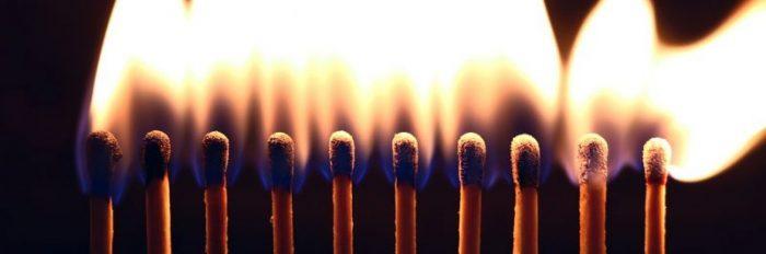 """""""השנה לא הדלקתי נרות"""", על מסורת של מאבק והכחשתו…"""